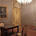 Palazzo dei Nobili - Bene Banca - BCC di Bene Vagienna,  Salle du président. Opérations effectuées : restauration des portes et de l'ameublement, placement des damas